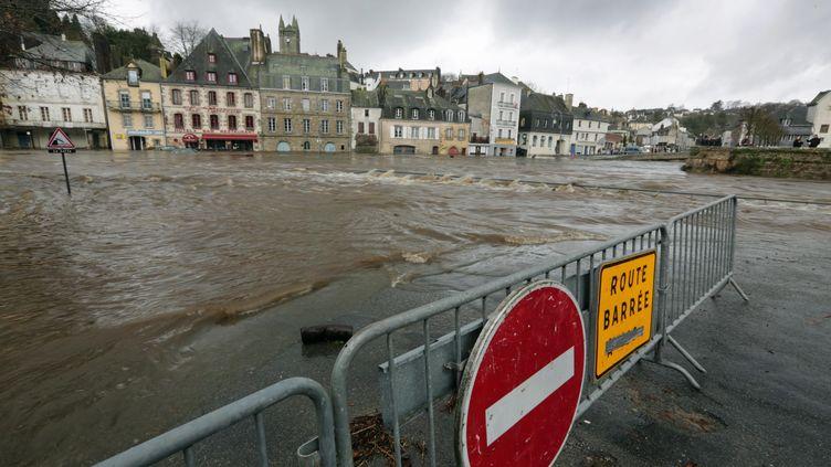 Inondations àQuimperle (Finistère), le 24 décembre 2013. (MAXPPP)