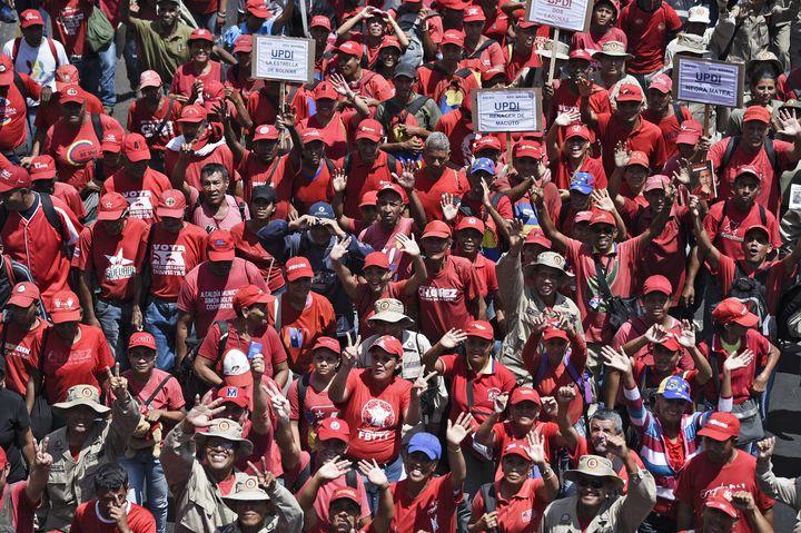 Les partisans du président Nicolas Maduro à Caracas le 6 avril 2019. (FEDERICO PARRA / AFP)