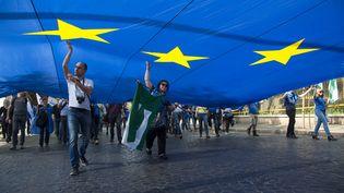 Manifestation pro-européenne à l'occasion du 60e anniversaire de la signature du traité de Rome, le 25 mars 2017. (ANTONELLO NUSCA / EFE)