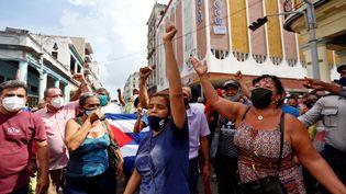 Des Cubaines participent à une manifestation contre le gouvernement à La Havane, à Cuba, le 11 juillet 2021. (ERNESTO MASTRASCUSA / EFE/ SIPA)