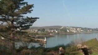 L'Île Tristan dans le Finistère est un site où il y a beaucoup de touristes en période de vacances : il y a eu 20 000 visiteurs l'an dernier. (FRANCE 3)