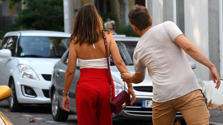 Image illustrant un homme harcelant une femme dans la rue. (MICHEL CLEMENTZ / MAXPPP)