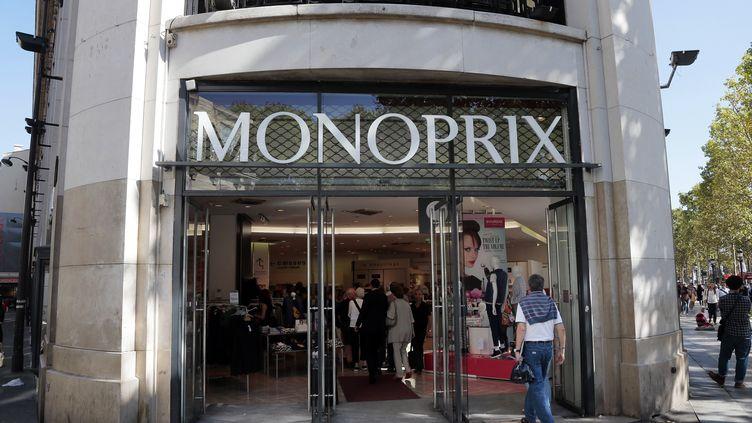L'entrée d'un Monoprix à Paris. (JACQUES DEMARTHON / AFP)