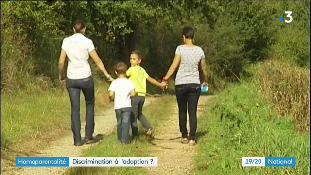 Homoparentalité : des discriminations à l'adoption ?