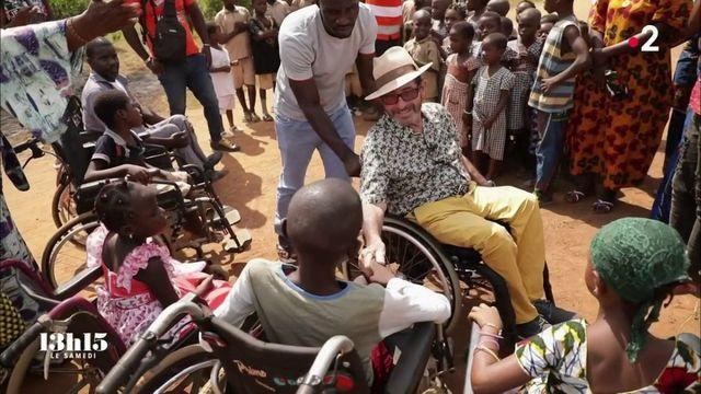 """VIDEO. """"Papa Lulu"""" est depuis trente ans aux côtés de ses """"frères en chaise roulante"""" avec Handicap sans frontières"""