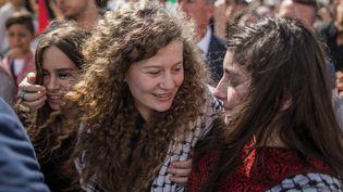 L'activiste palestinienneAhed Tamimi (centre) célèbre sa sortie de prison, àNabi Saleh, le 29 juillet 2018. (ILIA YEFIMOVICH / DPA / AFP)