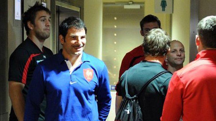 Marc Lièvremont croise les joueurs gallois dans l'hôtel au lendemain de la qualification des deux équipes qui s'affronteront en demi-finales du Mondial