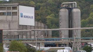 Une nouvelle usine de la région de Rouen a été mise à l'arrêt mardi 1er octobre. Une panne électrique a été détectée sur le site Borealis, classé Seveso seuil haut. (FRANCE 2)