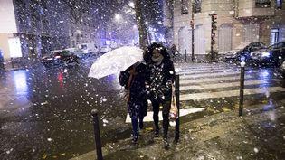 La neige tombe à Paris, le 30 novembre 2017. (YANN BOHAC / CITIZENSIDE / AFP)