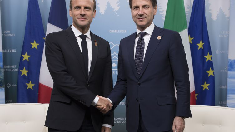 Emmanuel Macron etGiuseppe Conte, lors du G7 à Charlevoix (Québec, Canada), le 9 juin 2018. (IAN LANGSDON / AFP)