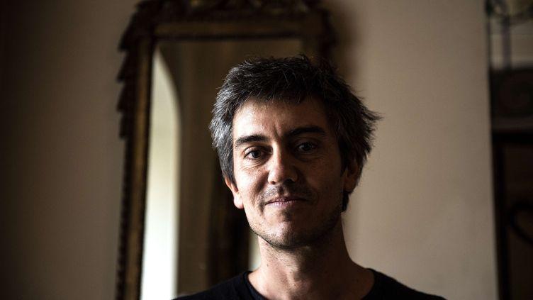 """Sylvain Prudhomme prix Femina 2019 pour son roman """"Par les routes"""" (5 novembre 2019) (CHRISTOPHE ARCHAMBAULT / AFP)"""