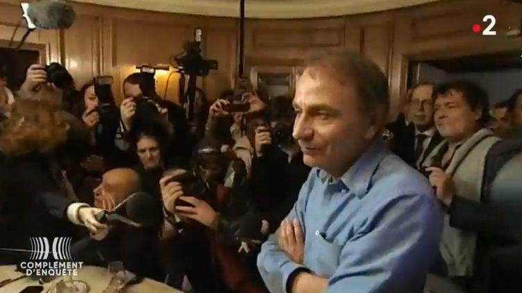 Comment Houellebecq a fini par décrocher le Goncourt (COMPLÉMENT D'ENQUÊTE/FRANCE 2)
