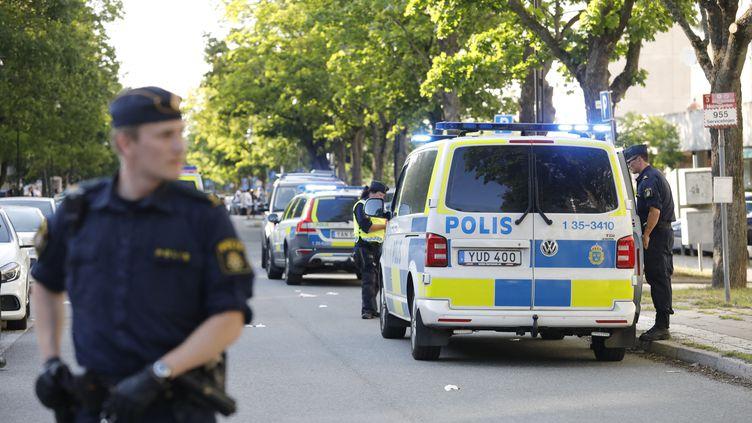 Des policiers àSollentuna (Suède), le 30 juin 2019. (CHRISTINE OLSSON / TT NEWS AGENCY / AFP)