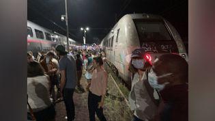 Photo postée le 30 août dans la soirée sur Twitter par un passager d'un TGV Biarritz-Bordeaux bloqué à Morcenx (Landes). (CAPTURE D'ÉCRAN)