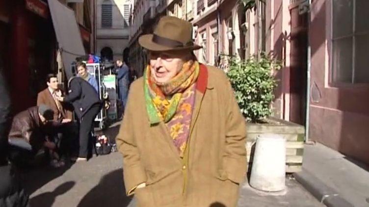 """Daniel Cordier dans les rues de Lyon, où ont été tournées les images du téléfilm """"Alias Caracalla""""  (FTV)"""