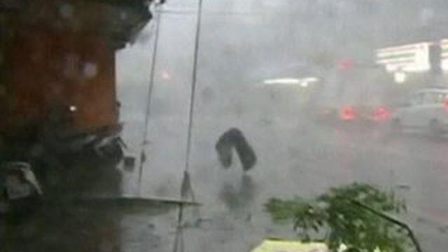 """Taïwan : le """"super-typhon"""" Dujuan fait au moins trois morts"""