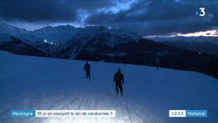 En Savoie, à La Rosière, une initiation au ski de randonnée est proposée avec au sommet une étape gourmande. (France 3)