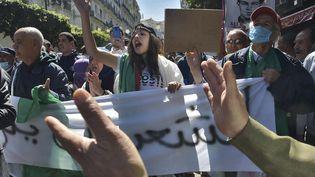 Le mouvement pro-démocratie Hirak tente de poursuivre ses manifestations pacifiques, malgré l'interdiction des rassemblements en raison de la pandémie de coronavirus (Alger, le 26 mars 2021). (RYAD KRAMDI / AFP)