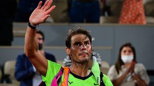 Rafael Nadal lors des demi-finales de Roland Garros face à Novak Djokovic, le 11 juin 2021. (MARTIN BUREAU / AFP)