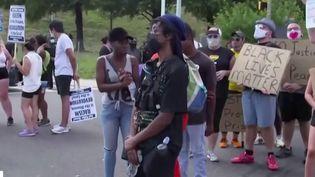 L'actualité à l'étranger reste dominée par cette colère qui ne retombe pas aux États-Unis. Trois semaines après la mort de George Floyd, un Afro-Américain de 27 ans a été tué par la police à Atlanta (Géorgie). (FRANCE 3)