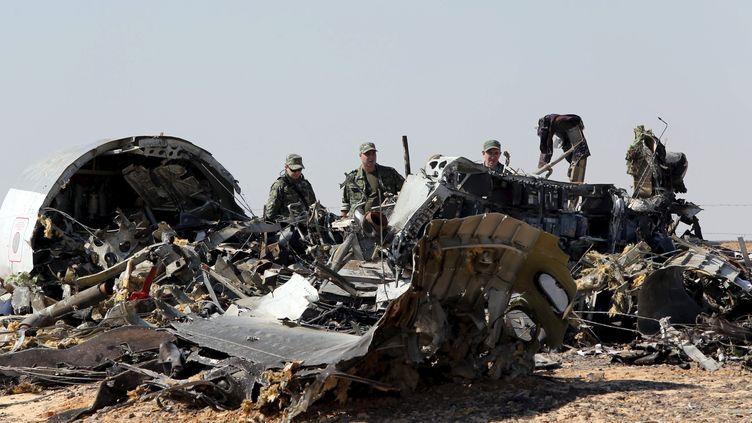 Les débris de l'Airbus A321 de la companie russe Metrojet dans le désert du Sinaï, en Egypte, le 1er novembre 2015. (MOHAMED ABD EL GHANY / REUTERS)