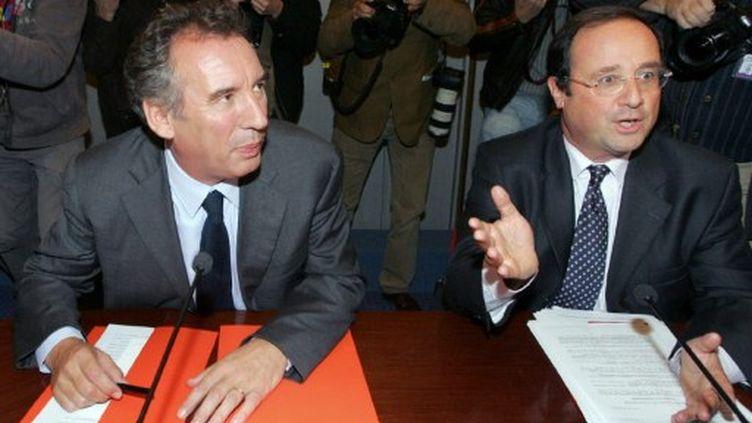 François Bayou et François Hollande lors d'une conférence de presse en 2008 (MEHDI FEDOUACH / AFP)