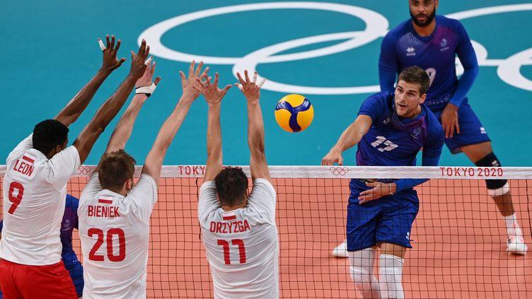 Trevor Clévenot face à la Pologneen quart de finale des Jeux olympiques, mardi 3 août. (YURI CORTEZ / AFP)
