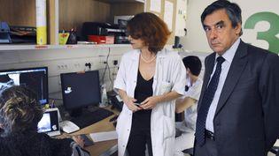 François Fillon visite l'Institut universitaire du Cancer de Toulouse le 4 juin 2015. (REMY GABALDA / AFP)