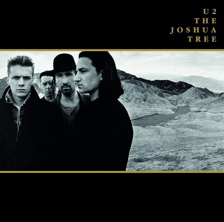 """La pochette du 33T d'origine.""""The Joshua Tree""""est le dernier des albums en vinyle qu'Island envoie aux critiques en service de presse  (Anton Corbijn)"""