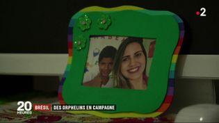 Des orphelins ont recours à des vidéos publiées sur les réseaux sociaux pour être adoptés au Brésil. (Capture d'écran France 2)