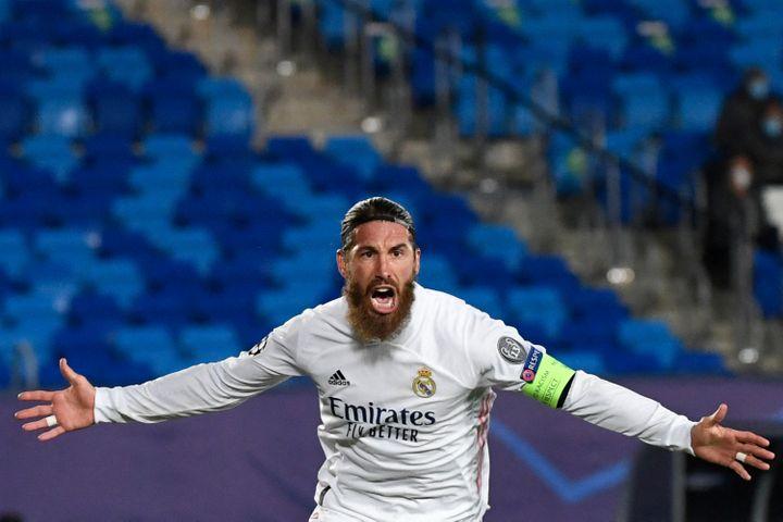 Sergio Ramos s'engage au Paris Saint-Germain jusqu'en 2023. (PIERRE-PHILIPPE MARCOU / AFP)