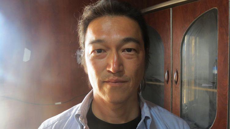 Kenji Goto, l'otage japonais exécuté par le groupe Etat islamique, sur une photo datée du 24 octobre 2014. (AHMED MUHAMMED ALI / ANADOLU AGENCY / AFP)