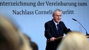 Le président de la Fondation du Musée, Christoph Schäublin annonce qu'il accepte la collection Gurlitt  (RONNY HARTMANN / AFP)