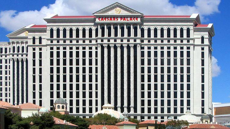(Le célèbre Caesars Palace de Las Vegas continue d'ouvrir ses portes malgré la faillite  © User:Fxer / Wikimedia)