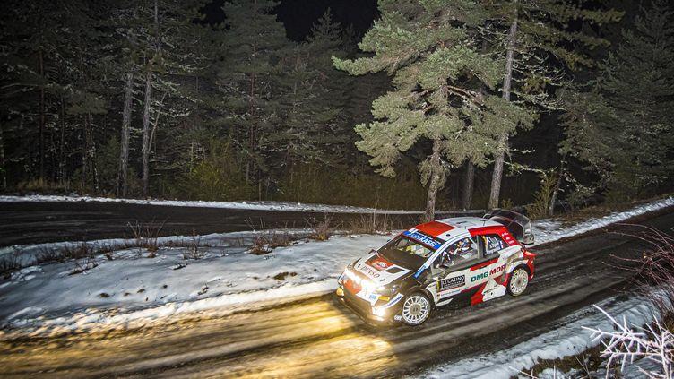 Le Français Sébastien Ogier dans la nuit sur les routes du Monte-Carlo le 22 janvier 2021 (GREGORY LENORMAND / DPPI)