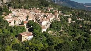 Moustiers-Sainte-Marie, situé dans le département des Alpes-de-Haute-Provence (Capture d'écran France 2)