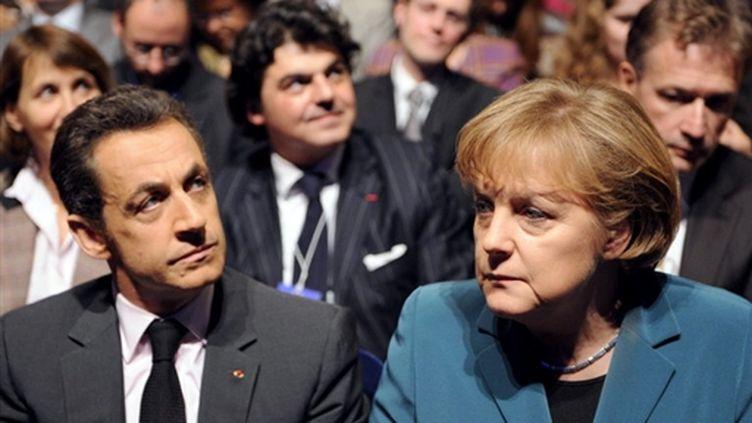 Nicolas Sarkozy et Angela Merkel réunis lors d'une convention de l'UMP en janvier 2008 (© AFP / Martin Bureau)