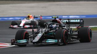 Le Finlandais Valtteri Bottas (Mercedes) aux essais qualificatifs du GP de Tuquie, le 9 octobre 2021. (OZAN KOSE / AFP)