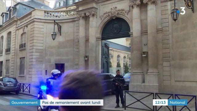 Le remaniement au gouvernement repoussé par Emmanuel Macron et Édouard Philippe