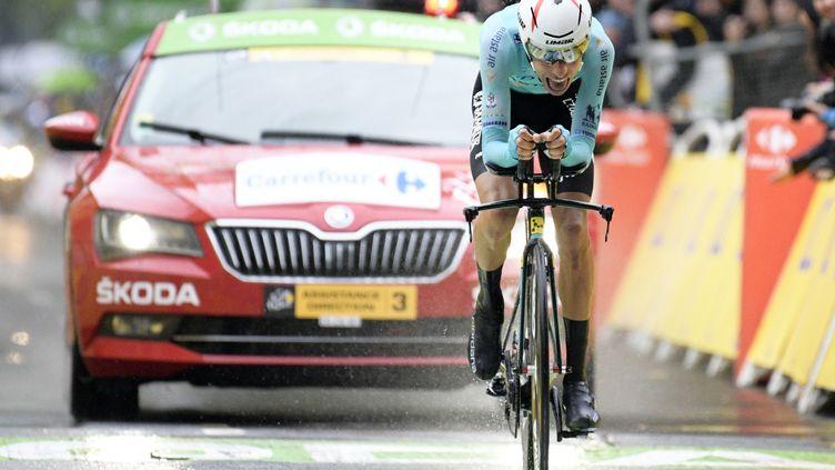 L'Italien Fabio Aru le 1er juillet 2017 à Düsseldorf (Allemagne), lors de la première étape du 104e Tour de France. (YORICK JANSENS / BELGA MAG / AFP)