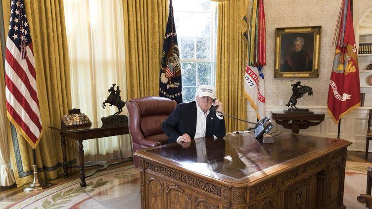 Une photo de Donald Trump, dans le Bureau ovale de la Maison Blanche, à Washington (Etats-Unis), diffusée par la présidence américaine, le 20 janvier 2018. (JOYCE N. BOGHOSIAN / OFFICIAL WHITE HOUSE PHOTO)