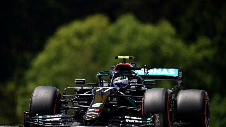 Valtteri Bottas (Mercedes) durant la séance de qualification du Grand Prix d'Autriche de Formule 1 (JOE KLAMAR / AFP)