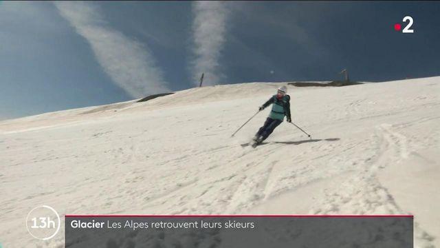 Vacances d'été : quand les touristes décident de partir dans les Alpes pour skier
