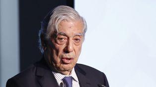 """Mario Vargas Llosa le 13 février 2017 à Madrid, lors de la cérémonie de clôture d'une conférence de la Fondation Telefonica sur le thème """"La valeur économique de l'espagnol""""  (Sergio Barrenechea Pool / EFE / Newscom / MaxPPP)"""