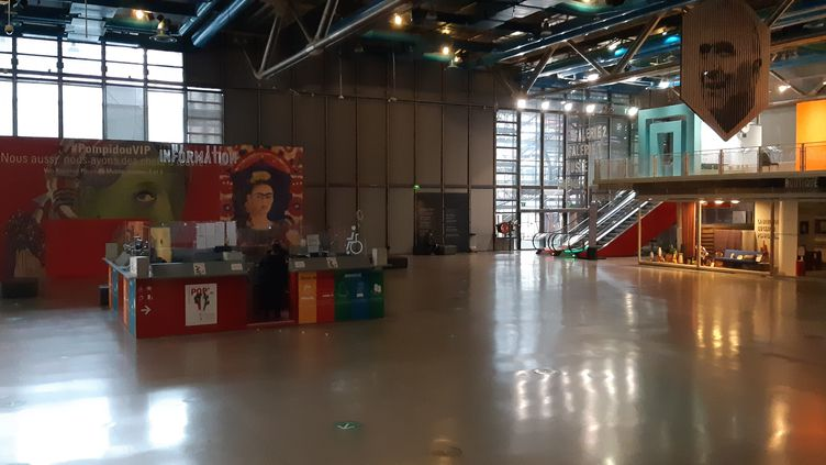 Le hall du Centre Pompidou est fermé depuis le 30 octobre 2020. (ANNE CHEPEAU / RADIO FRANCE)