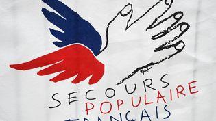 Le logo de l'association Secours populaire, le 21 décembre 2014 à Paris. (DOMINIQUE FAGET / AFP)