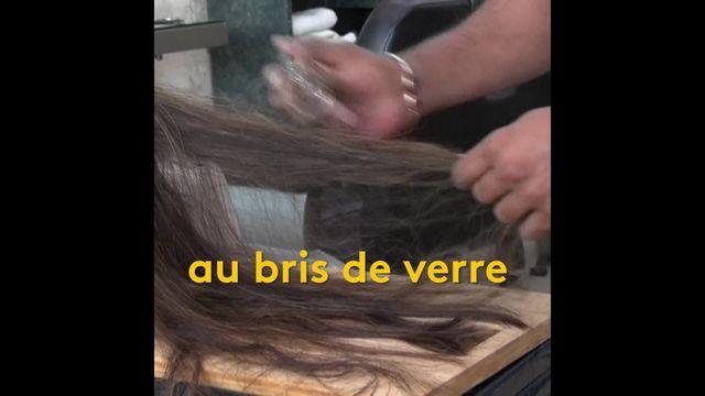 Un salon de coiffure situé à Lahore, au Pakistan, propose des coupes de cheveux effectuées au hachoir, au bris de verre ou même au chalumeau.