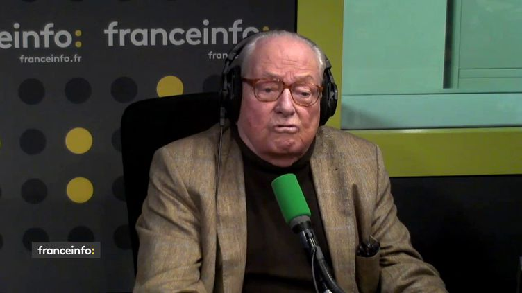 """Jean-Marie Le Pen, le président d'honneur du Front national et eurodéputé, était l'invité de """"L'Interview J-1"""", mercredi 28 janvier, sur franceinfo. (FRANCEINFO)"""