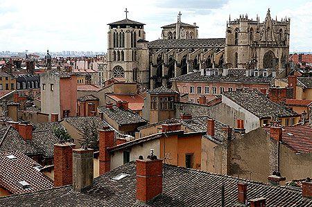La cathédrale Saint Jean et les toits du Vieux Lyon.  (Romain Massola)