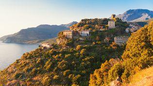 Le village de Nonza en Corse. (Illustation) (ALLARD SCHAGER / MOMENT RF / GETTY IMAGES)